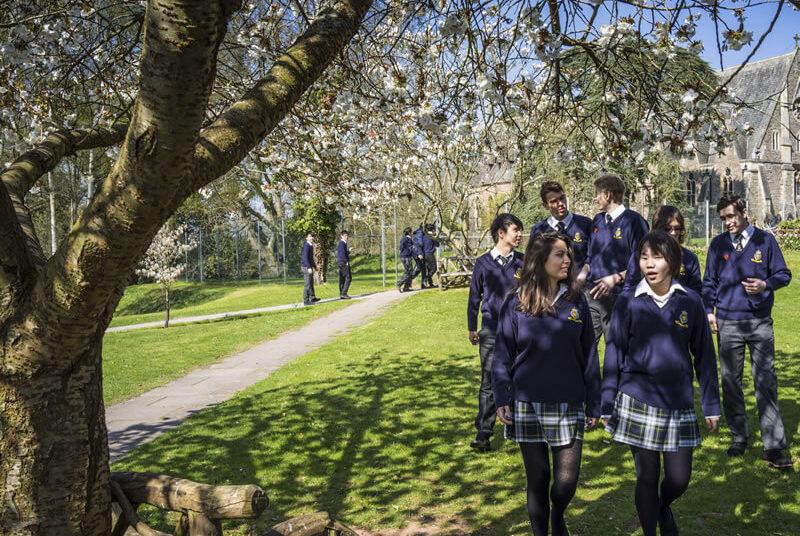 srednja skola u engleskoj u seoskom okruzenju