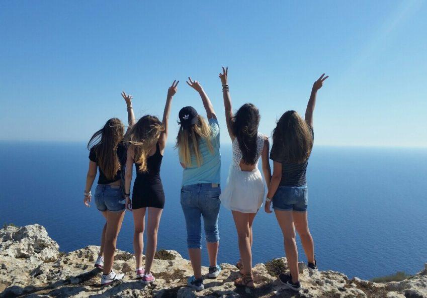 deca u letnjoj školi engleskog na Malti