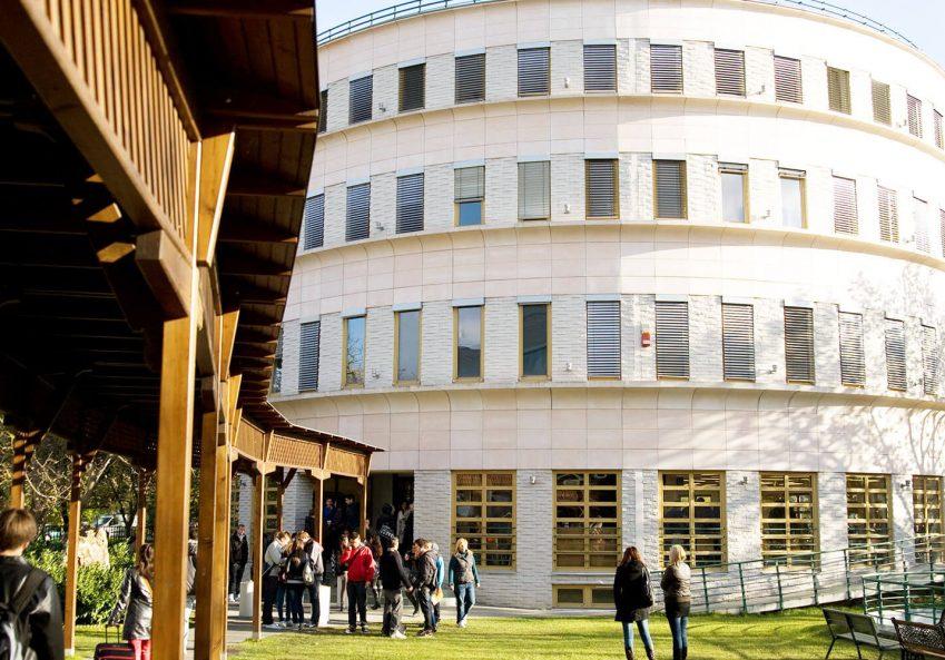 Internacionalni univerzitet u Mađarskoj